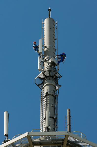 Techniker an 4G Sendestation (Foto: Deutsche Telekom)